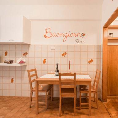 moode-bnb-casa-vacanza-roma-decorazione-ristrtutturazione-wallstickers-logo_sangiovanni_allestimento_2