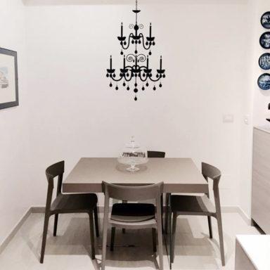 moode-bnb-casa-vacanza-roma-decorazione-ristrtutturazione-wallstickers-logo_allestimento_lampadario