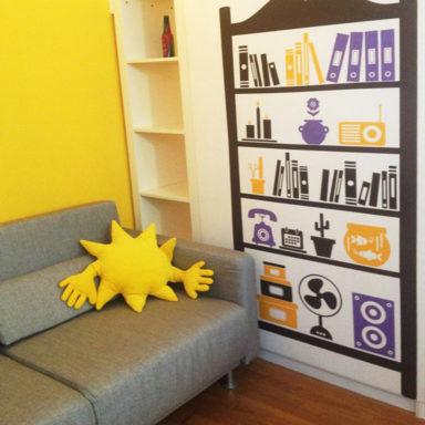 moode-bnb-casa-vacanza-roma-decorazione-ristrtutturazione-wallstickers-logo_allestimento_libreria