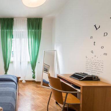 moode-bnb-casa-vacanza-roma-decorazione-ristrtutturazione-wallstickers-logo_sangiovanni_allestimento